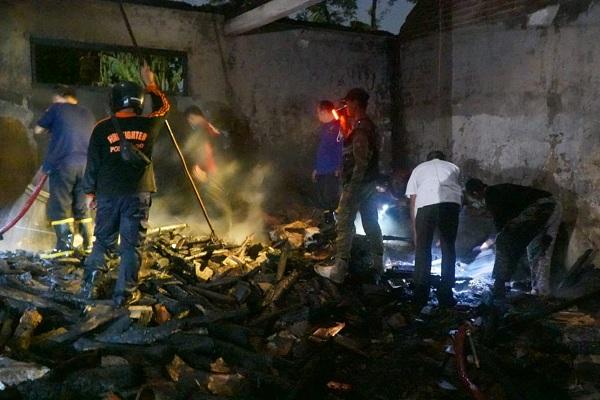 Rumah di Ponorogo Terbakar, Seorang Nenek-nenek Terluka