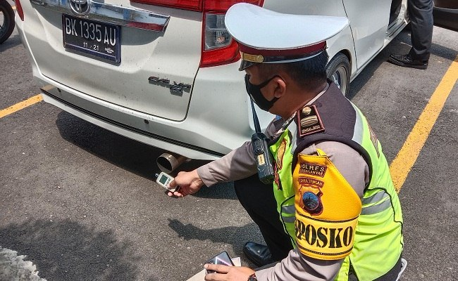 Bikin Resah, Mobil Berknalpot Brong Dihentikan Warga